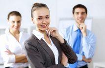 Business Casualgilt für informelle Meetings.