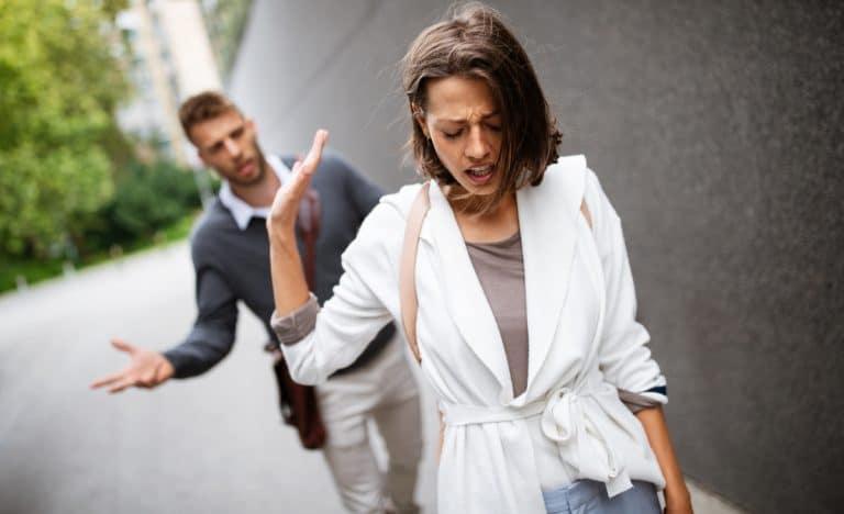 Zu viel Arbeitsstress kann die Beziehung belasten