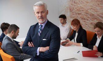Führungskraft mit Team beim Meeting