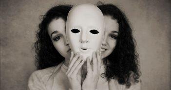 Frau mit 2 Gesichtern