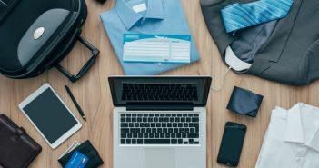 Kofferpacken für eine Geschäftsreise
