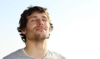 ausgeglichener und entspannter Mann