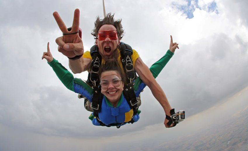 Tandem-Fallschirmspringen mit einem Lehrer