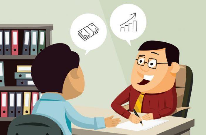 Arbeitnehmer verhandelt mit dem Chef über eine Gehaltserhöhung
