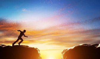 Das Gap Year kann als Auszeit vom herkömmlichen Karriereweg bezeichnet werden