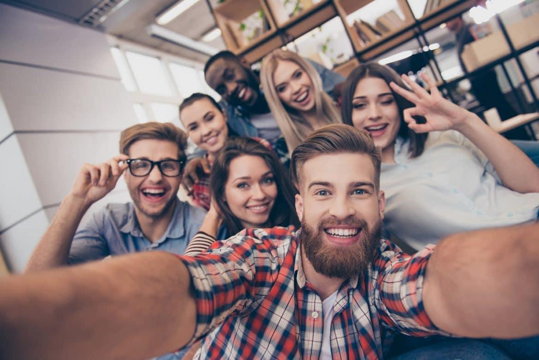 glückliche und zufriedene Mitarbeiter