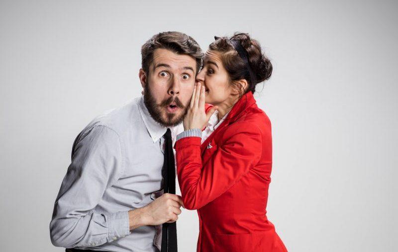 Frau gibt Mann einen schlauen Ratschlag in Sachen Karriere
