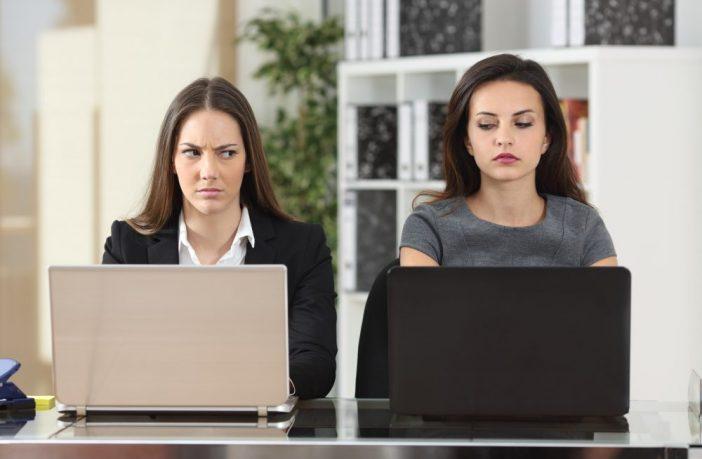 Eine schlechte Stimmung am Arbeitsplatz wirkt sich auf die psychische und körperliche Gesundheit aller Mitarbeiter aus.