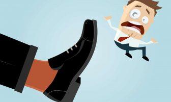 Arbeitgeber kündigt dem Arbeitnehmer und setzt ihn vor die Tür