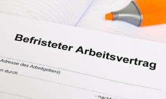 Ein befristeter Arbeitsvertrag bringt sowohl für Arbeitgeber als auch für Arbeitnehmer einige Vor- und Nachteile