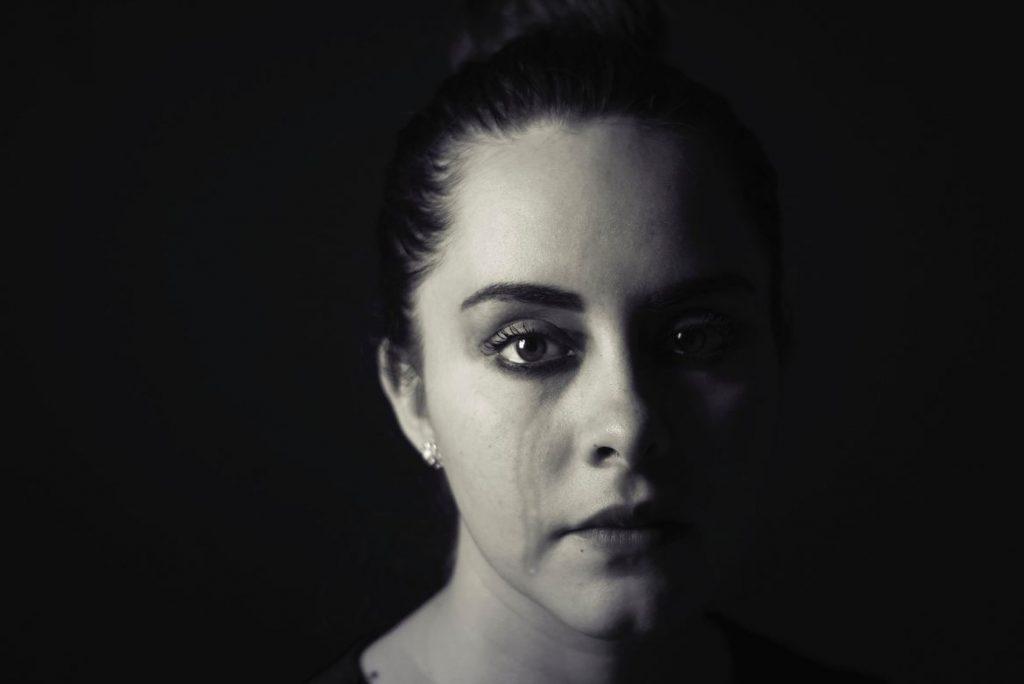 Junge Frau wurde durch ihren Beruf depressiv