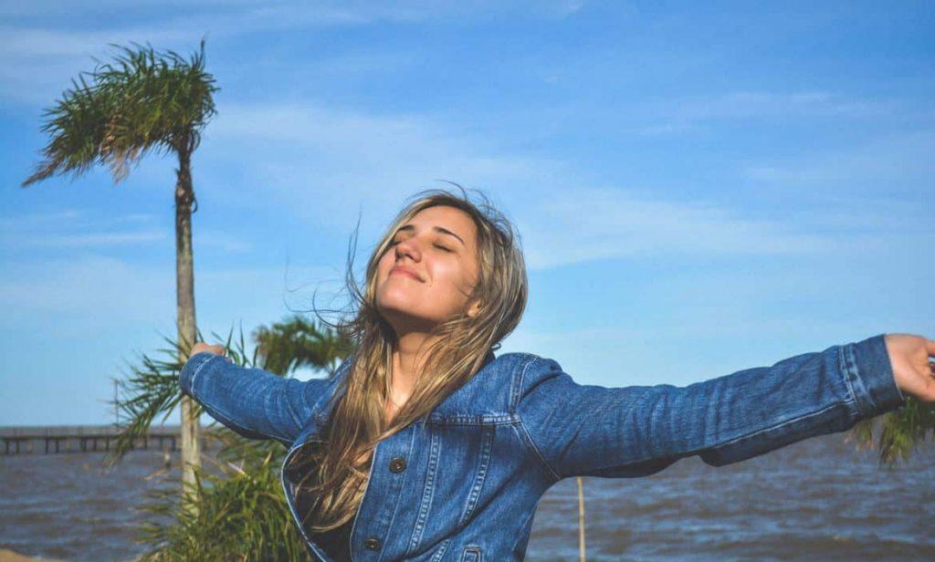 Junge Frau hat neue Kraft getankt und ihr Selbstbewusstsein gestärkt