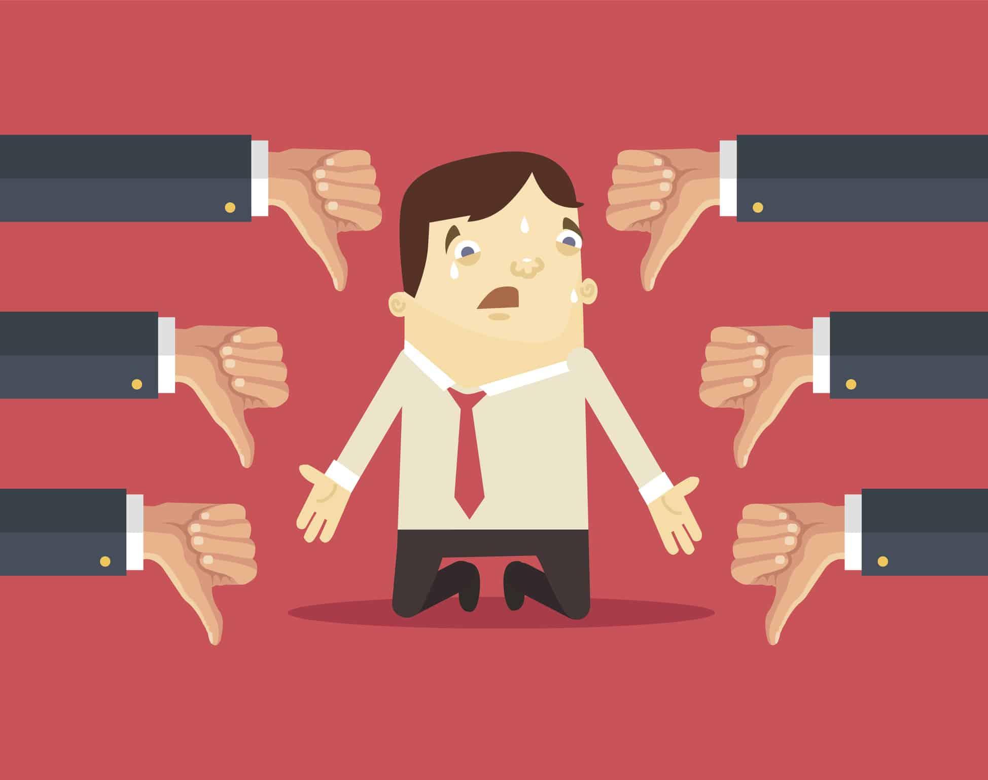 Kollegen rügen Mitarbeiter wegen dessen unprofessionellen Angwohnheiten und zeigen mit dem Daumen nach unten