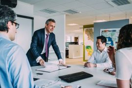 Machtspiele in Meetings: Wie Sie sie erkennen und sich dagegen wehren