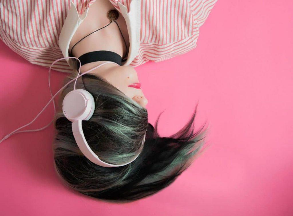Ist Musik hören am Arbeitsplatz überhaupt erlaubt?