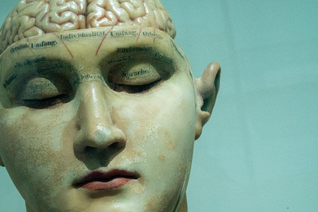 Das katastrophische Gehirn konzentriert sich auf mögliche Gefahren, Schwierigkeiten und Probleme