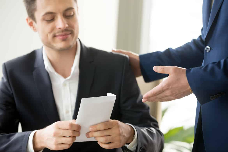 Steht dem Arbeitnehmer im Falle einer Kündigung eine Abfindung zu.