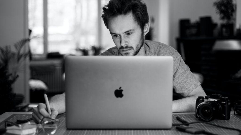 Freelancer arbeiten im Auftrag eines anderen Unternehmens, sind aber nicht fest angestellt, sondern selbstständig