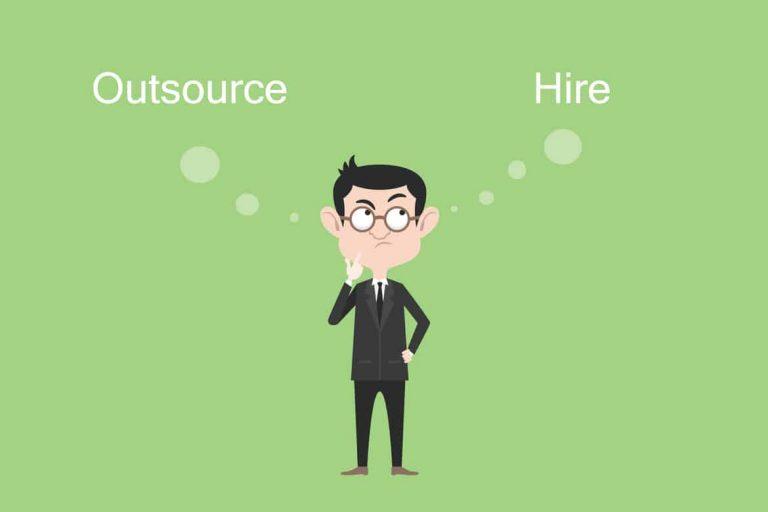 Personal und Aufgaben outsourcen oder entsprechendes Personal einstellen
