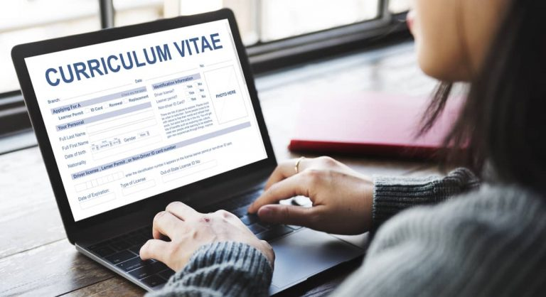 Curriculum Vitae (CV) ist die englische Bezeichnung für einen Lebenslauf