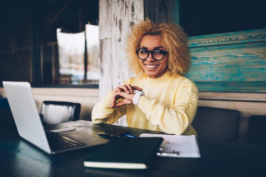 Sich mit einem eigenen Business neben dem Job selbständig zu machen ist eine große Herausforderung