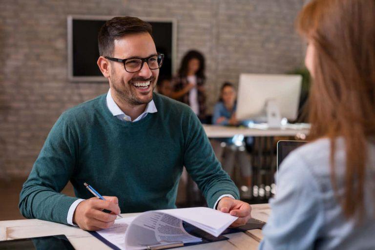 Bewerberin überzeugt Personaler mit ihrer Bewerbung